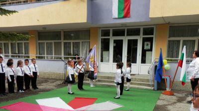 """Предаване и приемане на знамето на ДГ """"Снежанка"""" - Изображение 1"""