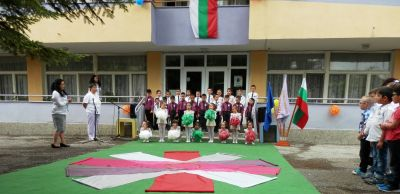 """Предаване и приемане на знамето на ДГ """"Снежанка"""" - Изображение 2"""