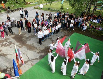 """Предаване и приемане на знамето на ДГ """"Снежанка"""" - Изображение 6"""